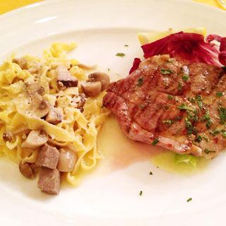 バラ肉のパスタと豚肉のグリル(ORGOGLIO DEL CASALTA)