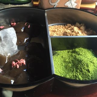蕨もち(廚菓子くろぎ (クリヤカシクロギ))
