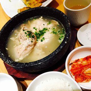参鶏湯定食(にっこりマッコリ そごう横浜店 (炭火焼韓国家庭料理韓国食彩))