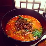 汁有り担担麺ひき肉のせ(麦入りご飯付)