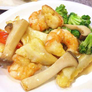 海老と烏賊とブロッコリーの塩炒め(チャイニーズさんすい)