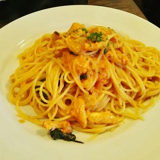 カニとあさり、ほうれん草のトマトクリームパスタ(Tocci (トッチ))