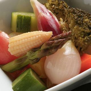 季節野菜の自家製ピクルス(パブ カーディナル 銀座店)