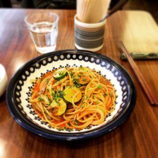牛肉とズッキーニのパスタ トマト味(つむぐカフェ )
