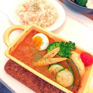 たっぷり野菜とチキンのインドカレー(hojo grill works (ホジョグリルワークス))