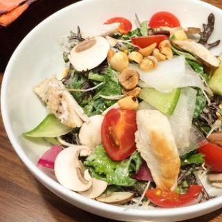 パクチーとチキンとマッシュルームのサラダ(PANINO VINO)