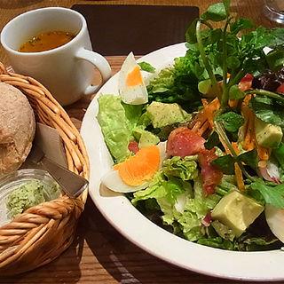 フラワーガーデンサラダプレート(クックコープカフェ 新宿マルイ店 (COOK COOP CAFE))