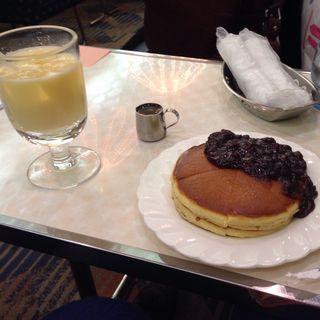 あんこホットケーキとミックスジュース(純喫茶 アメリカン)