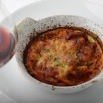 モッツアレッラチーズとトリッパのトマト煮のグラタンオーブン焼き