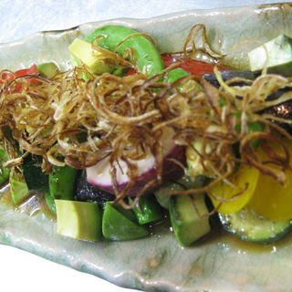 焼き野菜とアボカドのサラダ(市場食堂 さかなや )