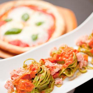 ほうれん草のパスタ トマトと蟹のソース(和食 完全個室 かざね 銀座店 )