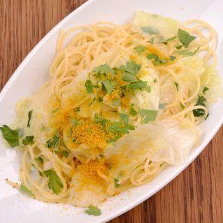 スパゲティ キャベツとカラスミの ペペロンチーノ(ヴィネリア サクラ ランドリー (Vineria Sacra Laundry))