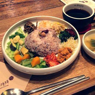 15種野菜とそぼろビビンバ(肉そぼろ)(五嘉茶OGADA マークイズみなとみらい店)