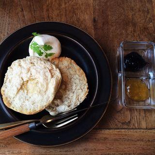 ホワイトマフィン(Tea room mahisa motomachi (ティールームマヒシャ 【旧店名】マドマド))