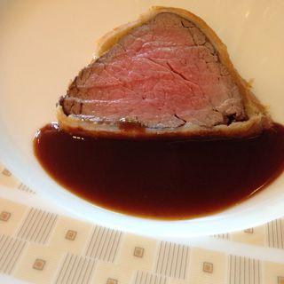 牛フィレ肉のパイ包み焼き 赤ワインソース(インペリアルバイキング サール (THE IMPERIAL VIKING SAL))