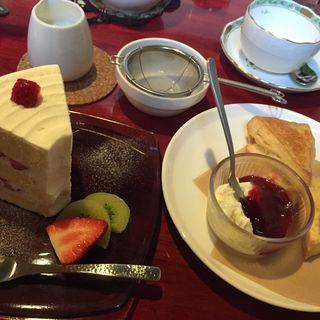 スコーン  いちごのシフォンケーキ(チャトカ 茶と菓 (Chatoka))