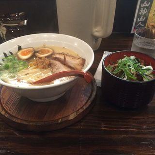 煮卵入り山神ラーメンチャーシュー飯セット(山神山人 大倉山店)