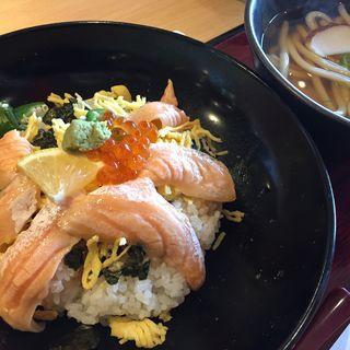 炙り鮭ハラスと、いくら丼セット(うどん)(三宝庵 後楽園店 )
