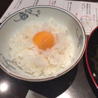 たまごかけご飯 みそ汁、焼き物付き(煙事 (エンジ))