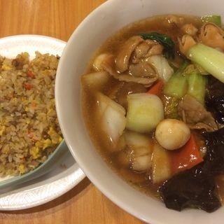 海鮮五目麺 半チャーハン(中国菜館天然坊 )