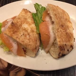 サーモンとクリームチーズのパニーニ(Paul Bassett 渋谷ヒカリエ ShinQs店 (ポールバセット))