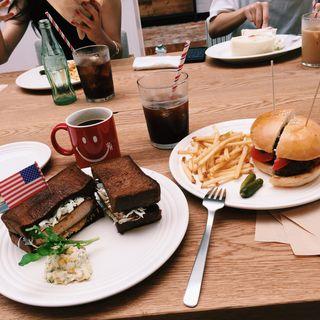 ハンバーガー、カツサンド(RH Cafe 京都BAL店 (アールエイチカフェ))