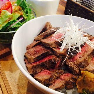 牛タン丼(肉と葡萄酒 跳牛)