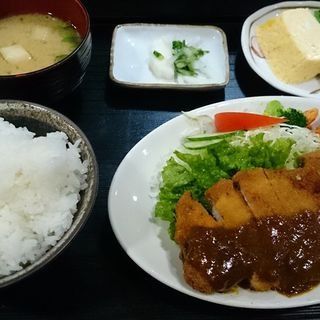 とんかつ定食(格子戸)