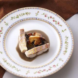 鯛と季節のキノコのソテー(ロドラント ミノルナキジン (l'Odorante par MinoruNakijin))