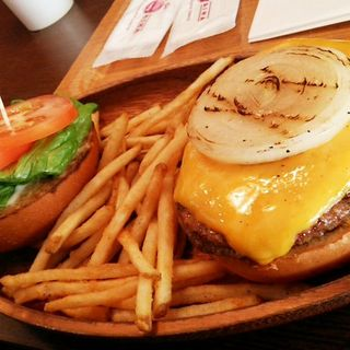 チェダーチーズハンバーガー(KUA 'AINA 鎌倉店)
