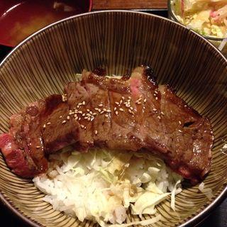 サーロインステーキ丼(大ど根性ホルモン )