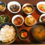 デトックスランチ(野菜を中心にした小鉢料理)