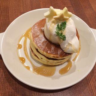バターと生クリームのパンケーキ(pancake cafe HOKUHOKU)