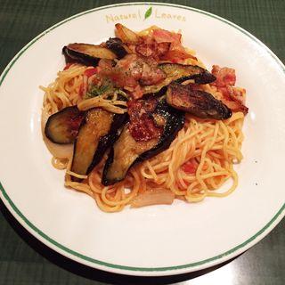 ベーコンとナスのトマトソーススパゲッティ(パスティーナ)