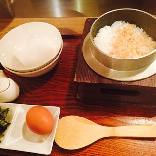 こだわりの釜炊きTKG(ズワイ蟹)(煙 燻製バル トリベーネ 心斎橋店 (ケムリクンセイバルトリベーネ))