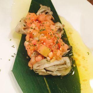 燻製牡蠣のトマトマリネ(煙 燻製バル トリベーネ 心斎橋店 (ケムリクンセイバルトリベーネ))
