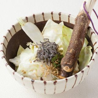 ザク切りきゃべつと京蕪のすり鉢サラダ~塩昆布と焼きじゃこ添え~(香家 上野店 (~KOUYA~))