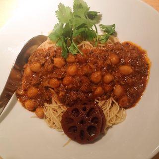 豚挽き肉とひよこ豆のキーマカレー麺(香港麺専家 天記 (ほんこんめんせんか てんき))