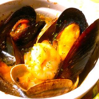 2種の貝と小エビのアヒージョ(洋安健果 ベルポスト (Bel posto))