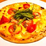 アンチョビと2種トマトのピザ