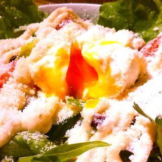 とろ〜り玉子のシーザーサラダ(洋安健果 ベルポスト (Bel posto))