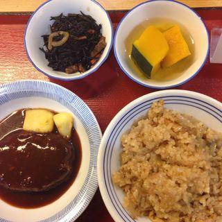 煮込みハンバーグ、ひじき、南蛮漬、そぼろご飯(下松食堂)