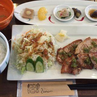 炭火焼豚バラわさびランチ(ニハチ)