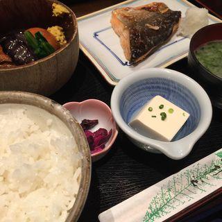 ランチ(豚の角煮、鮭塩焼き)(魚料理 吉成 )