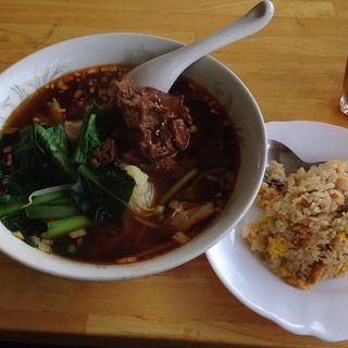 牛すじ蕎麦と炒飯セット(海味館)