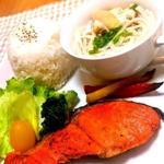 銀鮭のムニエルアンチョビバターソース