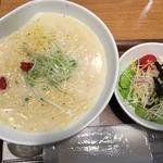ミニサラダ付き参鶏湯ラーメン(Vegeけなりぃ ecute品川South店 (ベジケナリイ))
