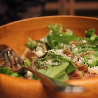 3種のキノコとベーコンのサラダ(麹町バル )