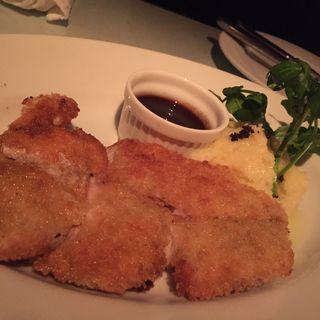 古白鶏のカツレツ マッシュポテトとブラウンソース(マーサーカフェテラスハウス (MERCER CAFE TERRACE HOUSE))