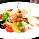 海の幸と彩り野菜のサラダ仕立て